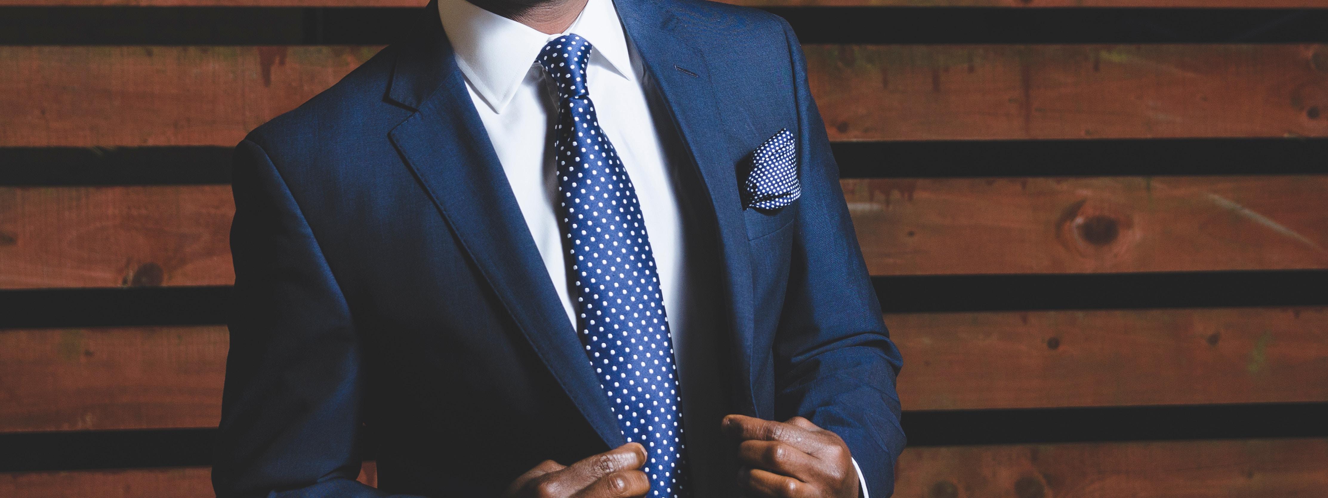 男のスーツ写真
